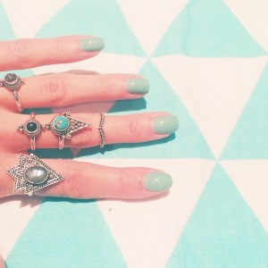 Magnifiques bagues ! In love Vous aimez ?? @shopdixi #rings#shopdixi #dixi#turquoise#onyx#sterlingsilver#silver#boho#jewelry#gypsy#midring#witchy#grunge#labradorite